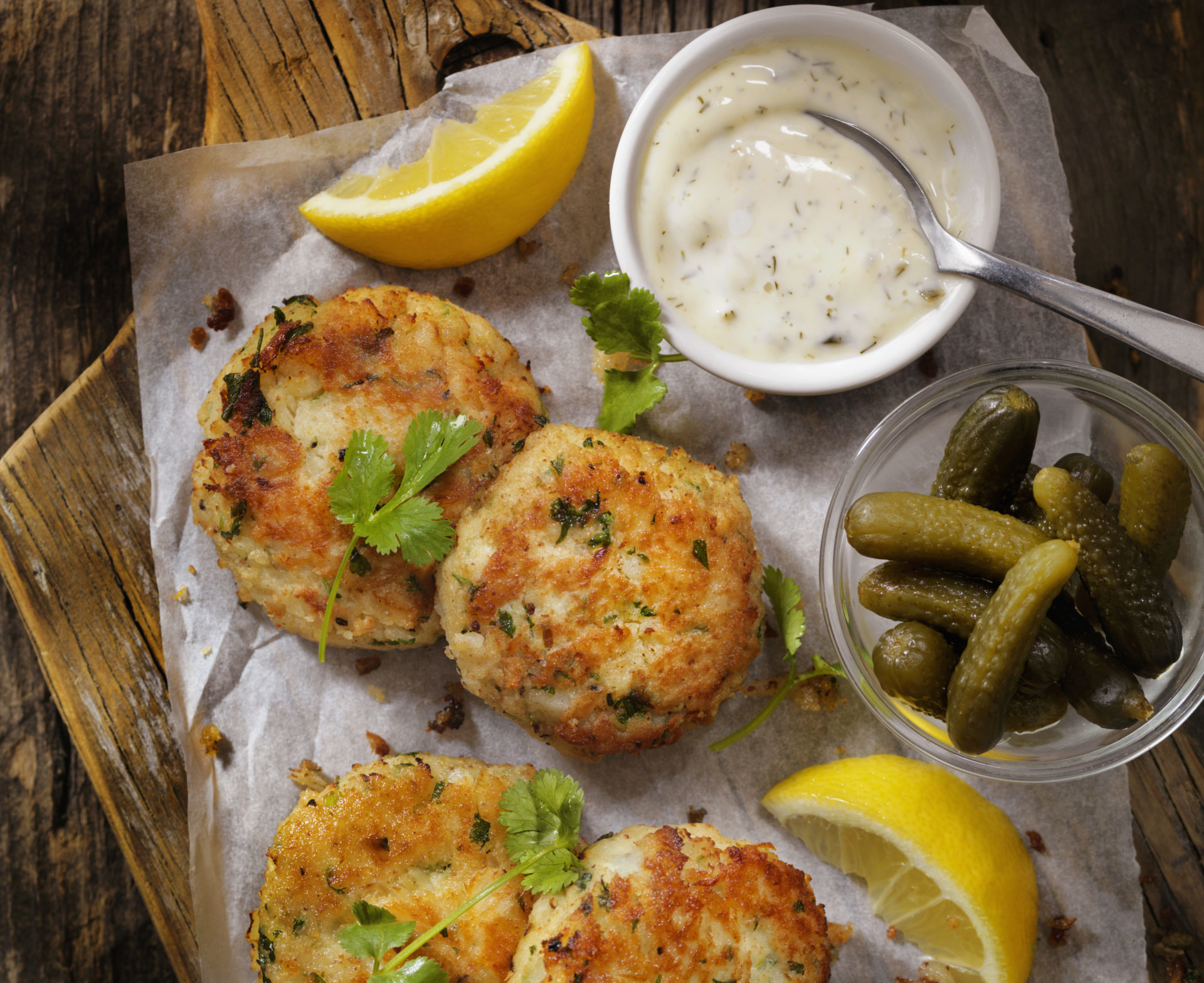 Fish Cakes with lemon and tartar sauce